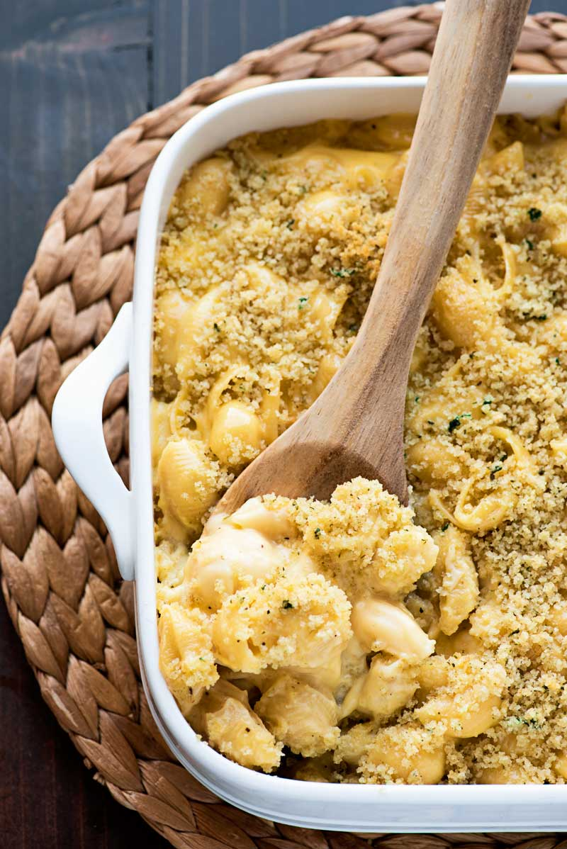 Creamy White Mac and Cheese! White mac and cheese that's ultra creamy and baked with a crispy top of panko bread crumbs. Makes for a perfect side dish for all seasons and holidays! | HomemadeHooplah.com