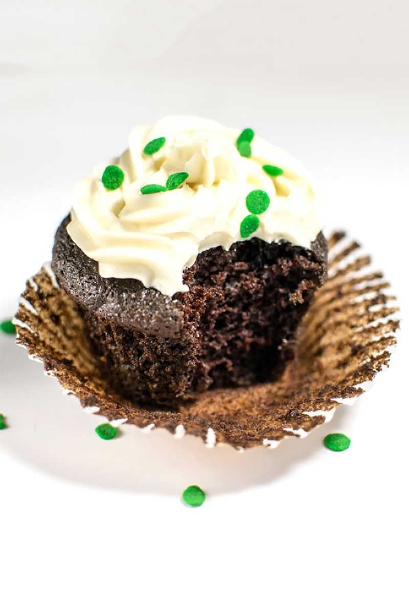 Chocolate Guinness Cupcakes with Baileys Frosting! Celebrate the luck of the Irish with the best of both worlds: dark chocolate Guinness cupcakes with smooth Baileys Cream frosting! | HomemadeHooplah.com