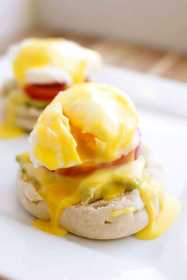 Easy Vegetarian Eggs Benedict! Skip the morning rush at the restaurant and make delicious Eggs Benedict at home - vegetarian style! | HomemadeHooplah.com