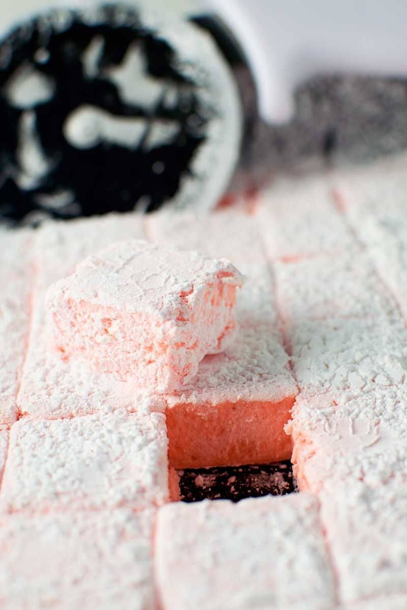 Fireball Whisky Marshmallows! Homemade marshmallows with the spicy kick of the Fireball Whisky tucked within the sweet, sugary fluff. Perfect for boozy s'mores or simply snacking! | HomemadeHooplah.com