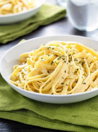 Classic Fettuccine Carbonara! A gourmet weeknight dinner option that comes together in 25 minutes and is (almost!) one pan: classic fettuccine carbonara in a white wine sauce. | HomemadeHooplah.com