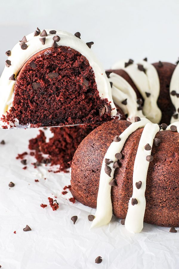 Red Velvet Bundt Cake with Cream Cheese Frosting! A Nothing Bundt Cake copycat recipe that hits the mark: ultra moist red velvet bundt cake topped with deliciously fluffy cream cheese frosting. | HomemadeHooplah.com