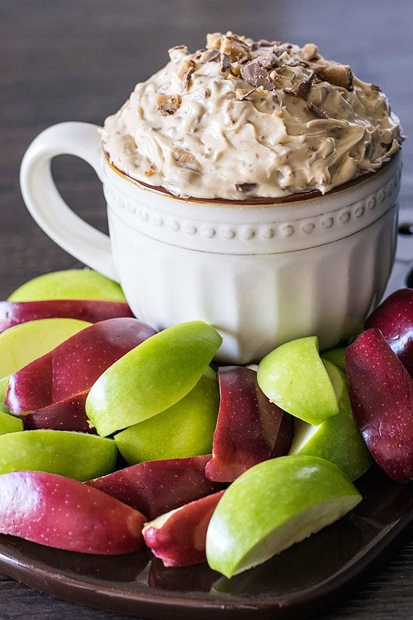 Apple Brickle Dip with Chocolate Bits! Fruit, chocolate, and toffee bits served up as a ultra creamy finger food dip? Talk about the perfect way to kick off your next party! (eggless and no bake) | HomemadeHooplah.com