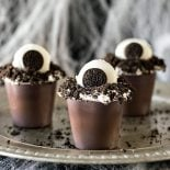 Monster Eye Snack Packs! Creepy, easy, and fun, these festive pudding cups use only 5 ingredients and are kid friendly. Perfect for a Halloween movie night!   HomemadeHooplah.com #SnackPackMixIns #ad