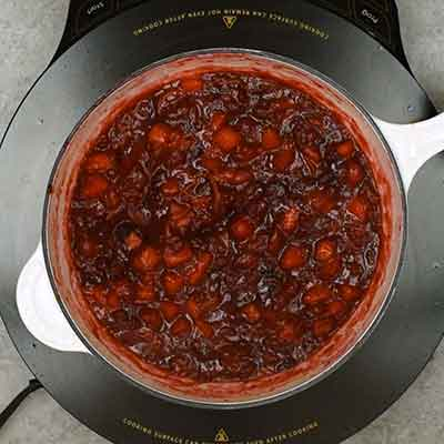 Cranberry Sauce Step 3 - Cook sauce until cranberries burst.
