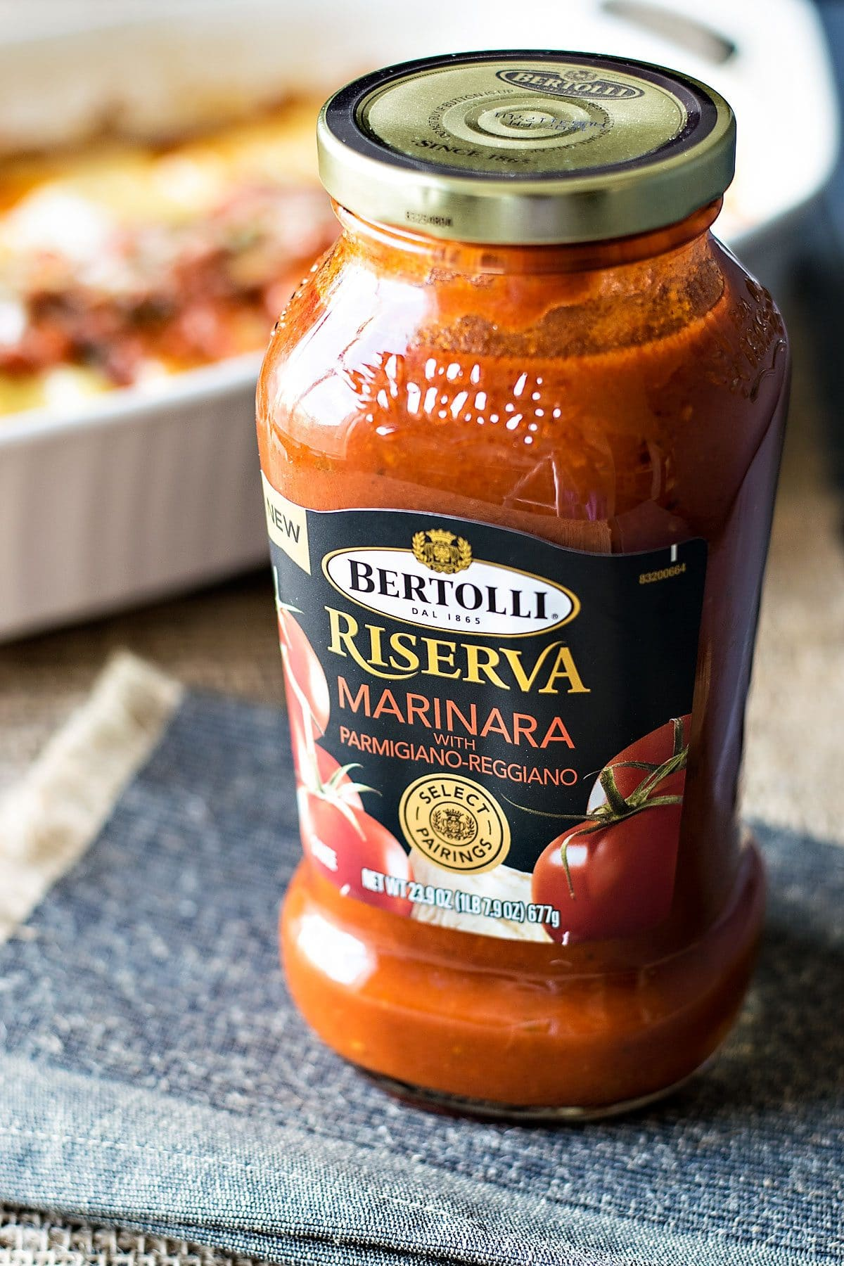 Easy Cheesy Manicotti! Bring a restaurant classic to your dinner table with this easy cheese manicotti recipe. Use Bertolli marinara sauce and cut your cook time in half! | HomemadeHooplah.com #spon