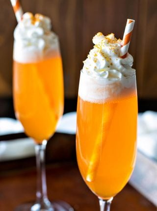 Orange Creamsicle Cocktail! If you like the popsicle, you'll love this creamsicle drink! A delicious cocktail that'll be festive throughout all holiday seasons. | HomemadeHooplah.com