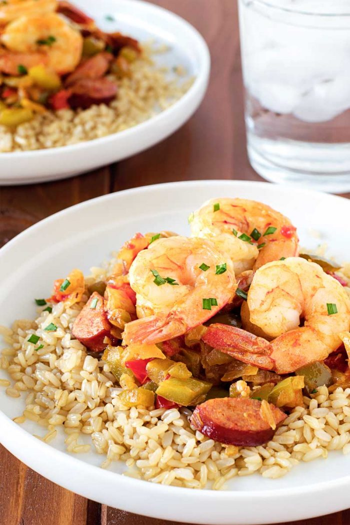 Easy Shrimp Jambalaya! An easy jambalaya recipe with shrimp, sausage, green peppers, onion, and Minute Ready to Serve Brown Rice that comes together in just 20 minutes! #ad #MixInMinute   HomemadeHooplah.com