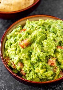 Homeamde Guacamole! Classic guacamole that's ready in 10 minutes and has an extra hint of garlic for a bold flavor. Perfect as a party dip or adding to other southwestern favorites. Plus, make it as mild or as spicy as you like! | HomemadeHooplah.com