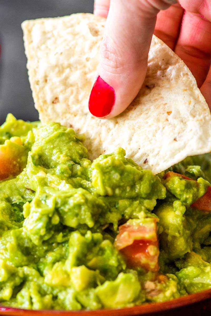 How to make guacamole salsa.