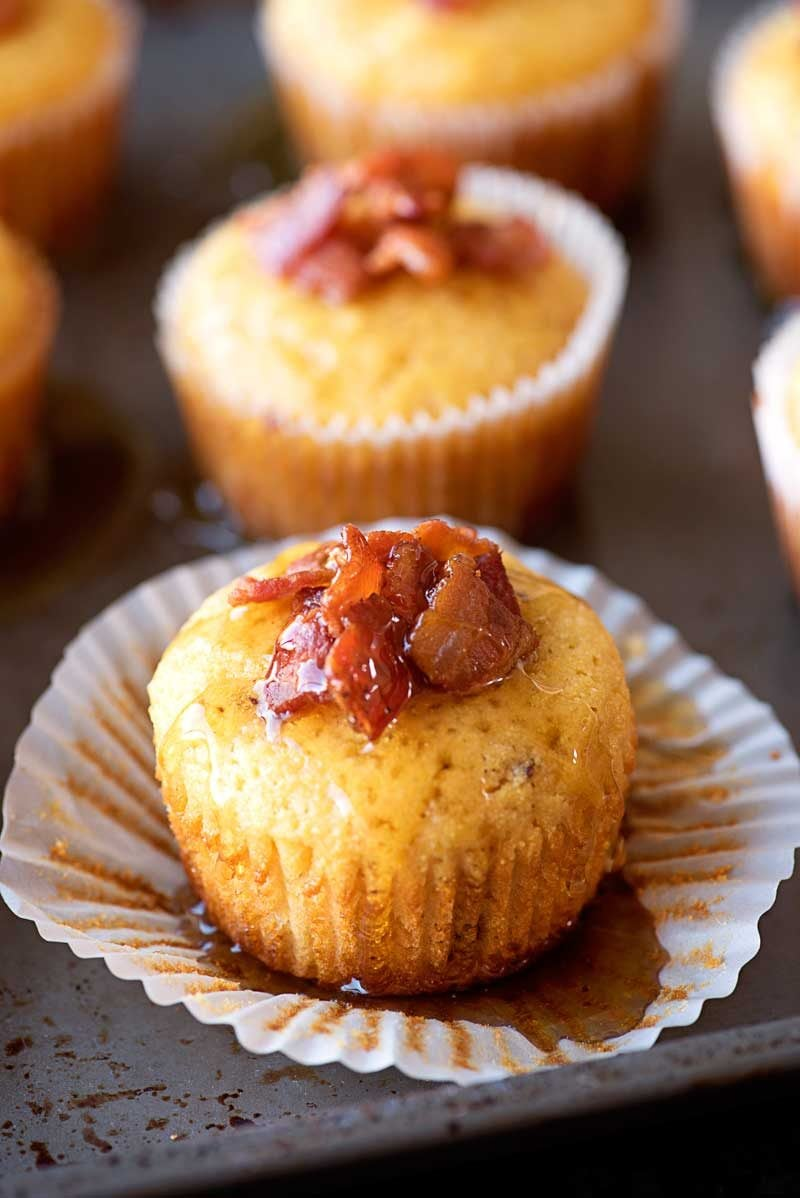 Maple Bacon Cornbread Muffins! Spongy cornbread muffins that are baked ...