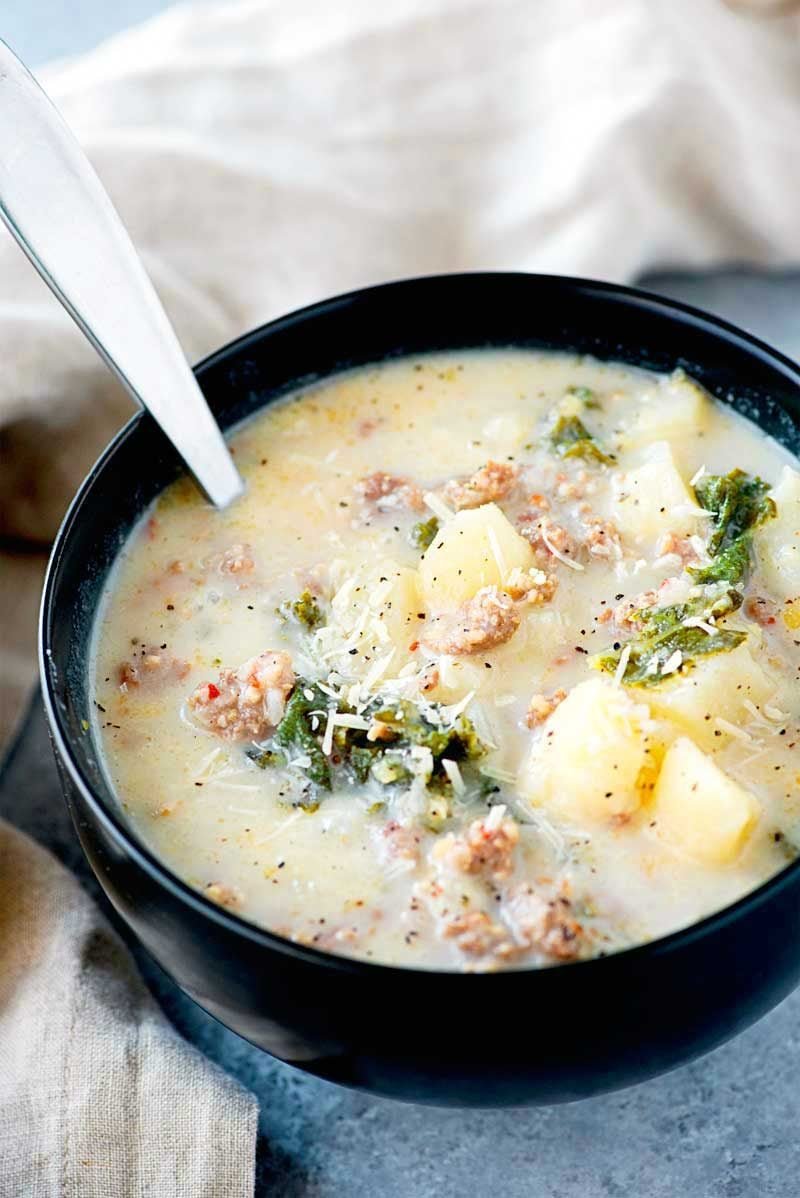 Crock Pot Zuppa Toscana! This crock pot zuppa toscana soup is an Olive Garden copycat recipe that makes it easy to bring the taste of Italy home. An simple dinner for busy weekdays! | HomemadeHooplah.com