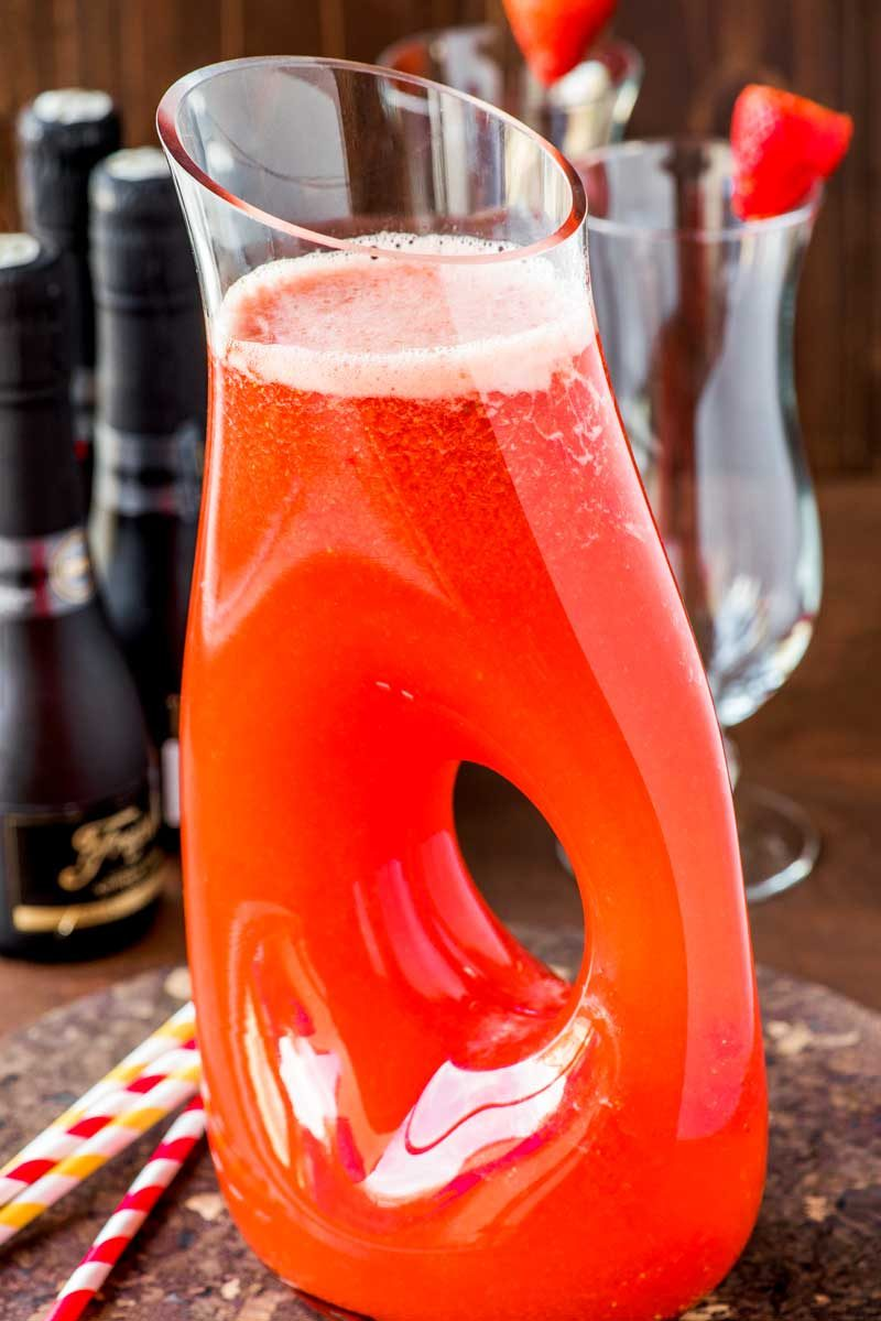 How to make homemade strawberry lemonade with sparkling champagne.
