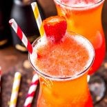 Sparkling Strawberry Lemonade! Skip the crowd at the restaurant and make this classic Mimi's Cafe drink at home for a festive breakfast or brunch. It's a perfect copycat recipe for their sparkling strawberry lemonade! | HomemadeHooplah.com