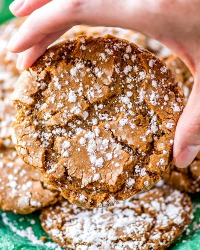 Snow Topped Gingersnaps! Classic gingersnap cookies that are deliciously chewy and dusted with powdered sugar for a festive holiday look. Easy to make and no chilling needed! | HomemadeHooplah.com