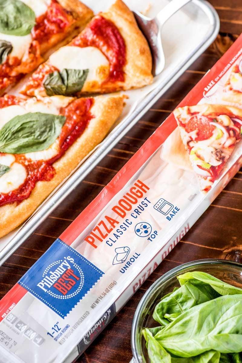 An easy margherita pizza recipe.