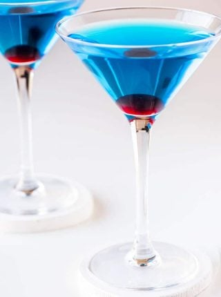 Sapphire Martini! This vibrant blue drink is the perfect fit for any color-themed party or event. With its citrus taste and fun garnishes, this sapphire martini is a fun and easy addition to any drink lineup and is sure to be a hit with all of your guests. | HomemadeHooplah.com