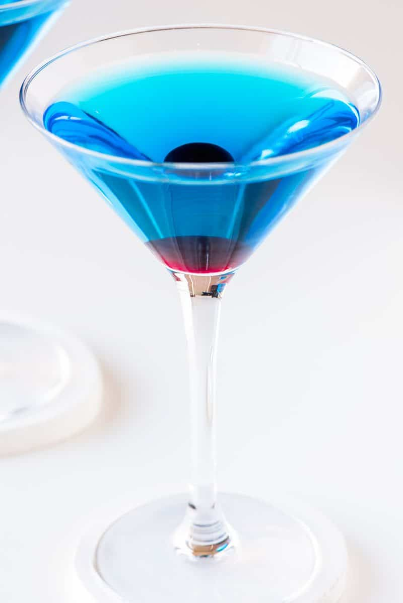 A detailed list of what is in a sapphire martini.