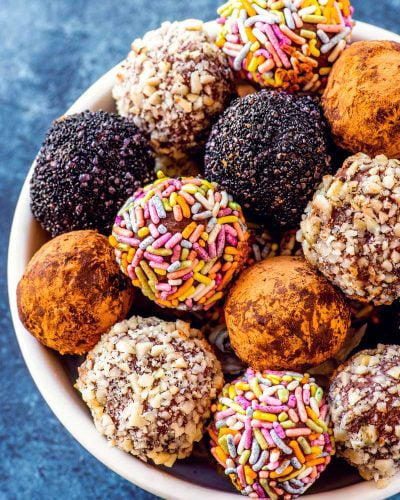 Homemade Chocolate Truffles! These rich dark chocolate truffles come together with just 3 core ingredients and make for an easy delicious dessert or a fun gift for a chocolate lover. | HomemadeHooplah.com