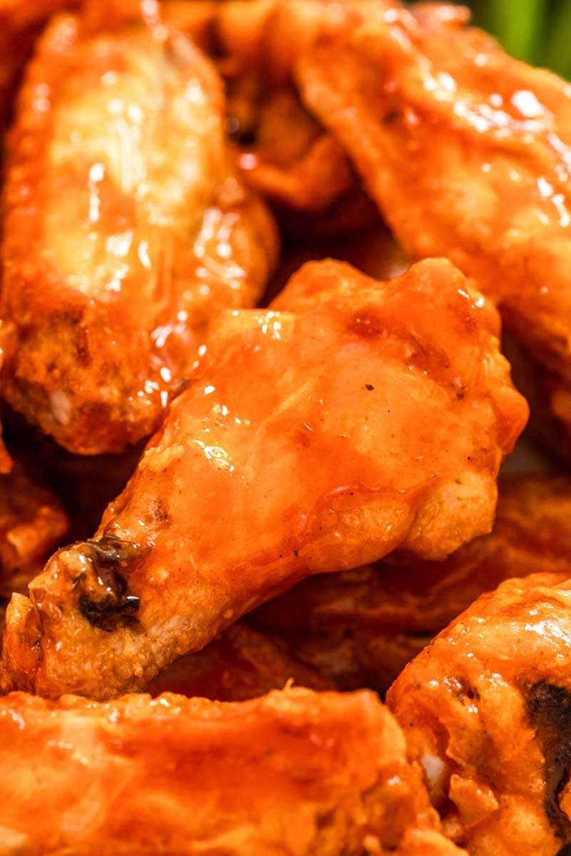 How to bake crispy buffalo chicken wings in the oven.