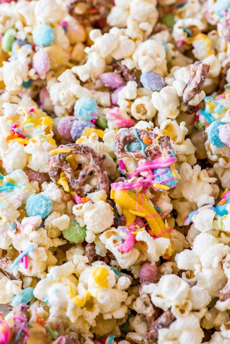 An easy recipe for funfetti popcorn.