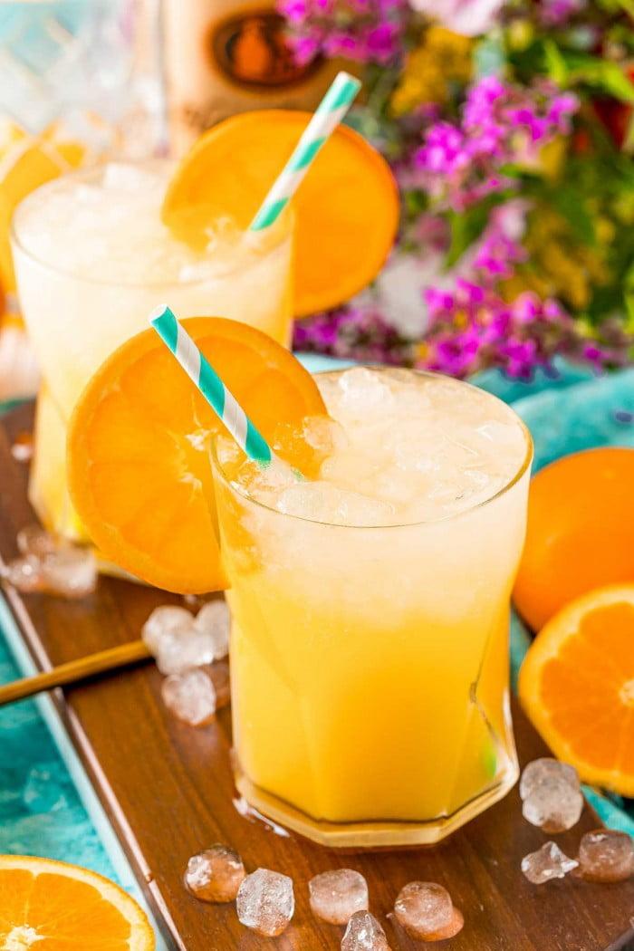 Screwdriver drink garnish with an orange slice.