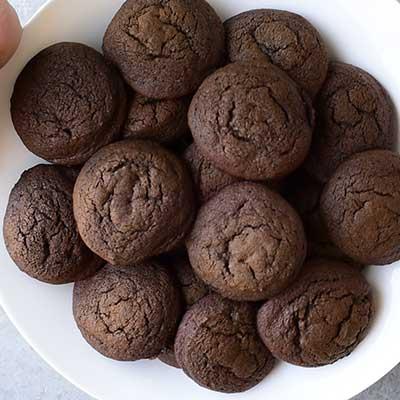 Cookie Dough Whoopie Pies Step 10 - Grab baked cookies.